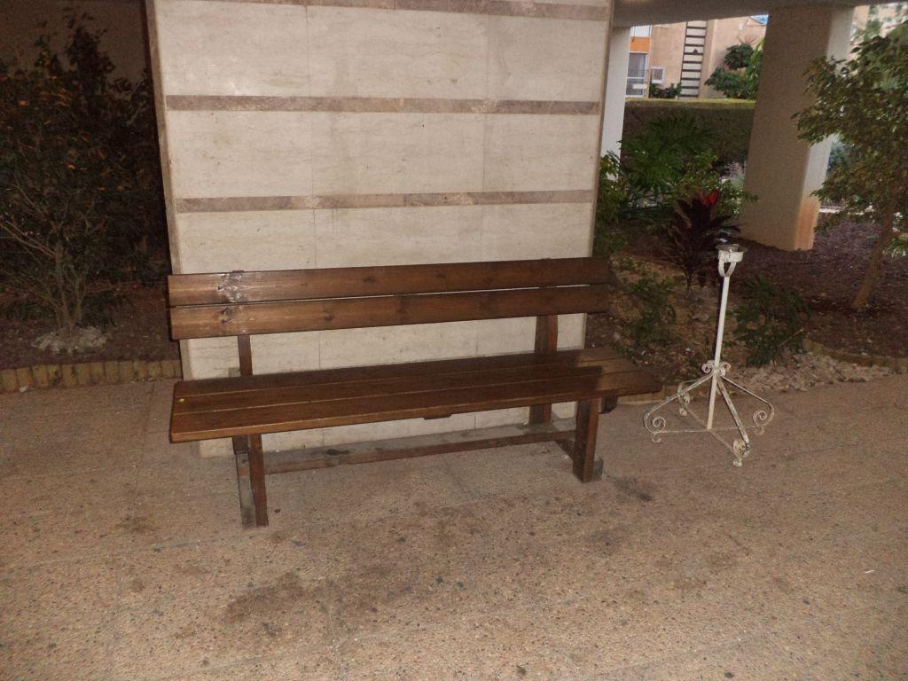 ספסל עוז חום, בית משותף