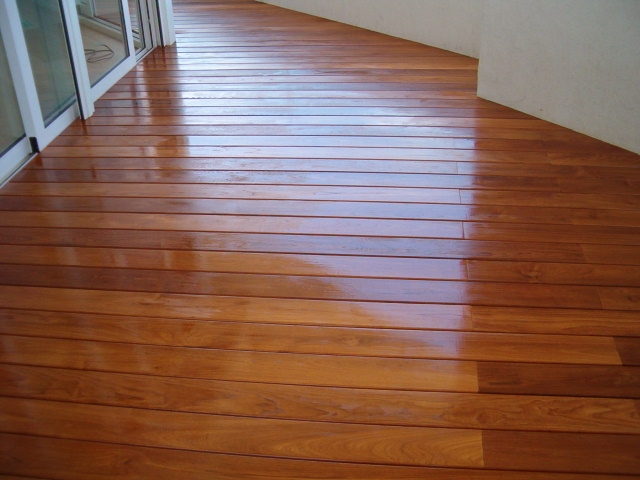 deck_with_oil