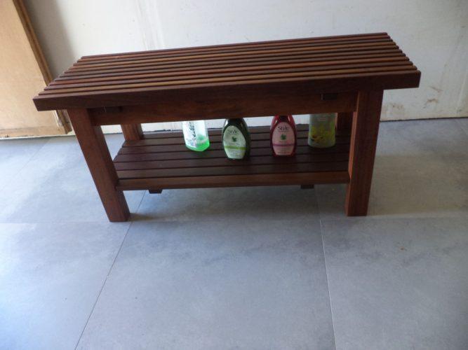 ספסל קוסטה עם מדף